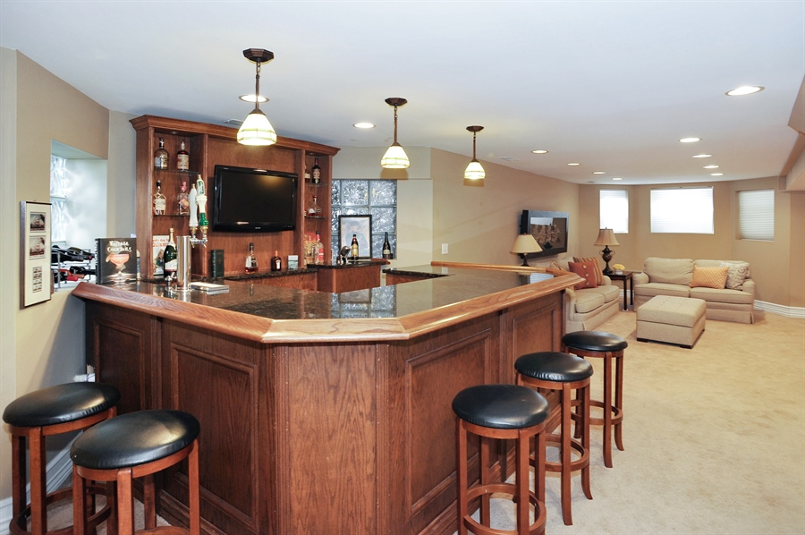 Real Estate Photography - 4113 N Kenmore, Chicago, IL, 60613 - Bar