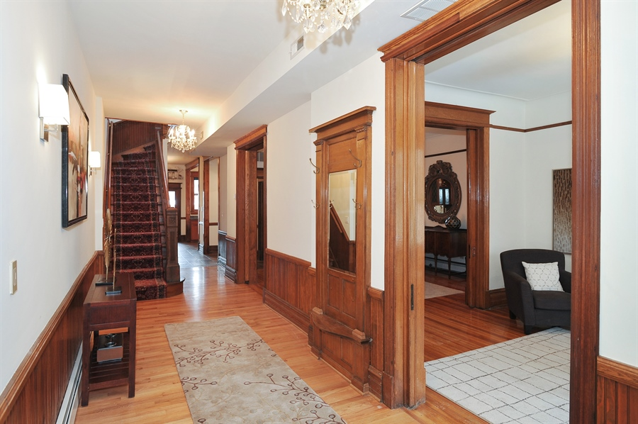 Real Estate Photography - 4113 N Kenmore, Chicago, IL, 60613 - Foyer