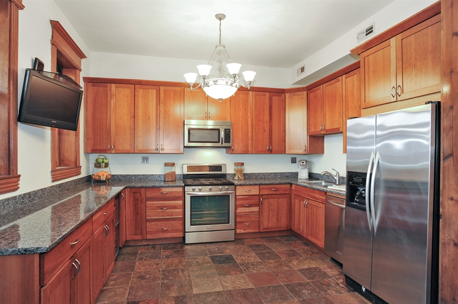 Real Estate Photography - 4113 N Kenmore, Chicago, IL, 60613 - Kitchen