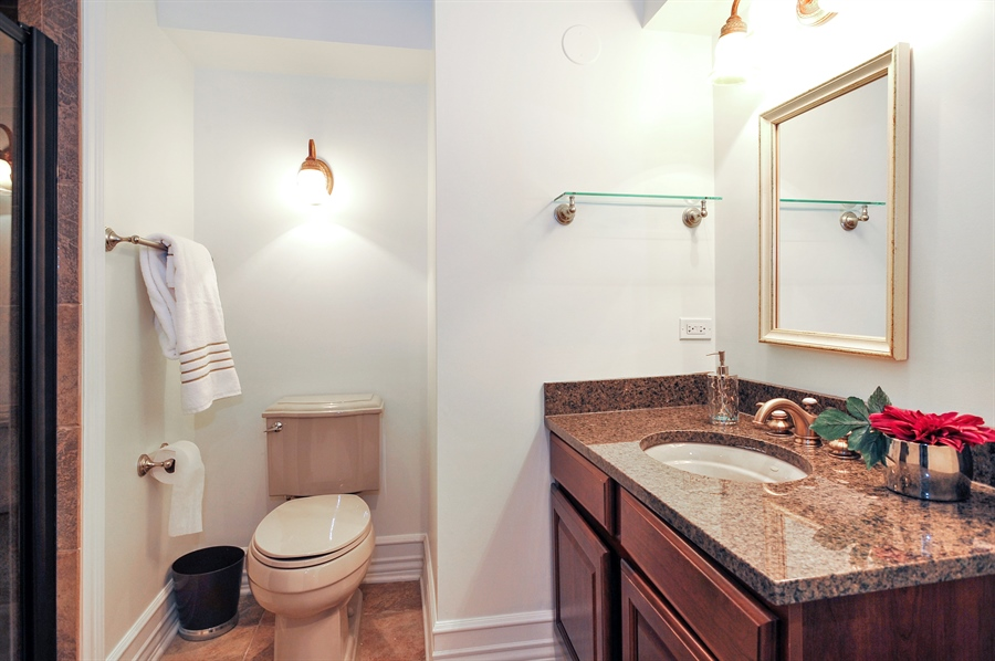 Real Estate Photography - 4113 N Kenmore, Chicago, IL, 60613 - Bathroom