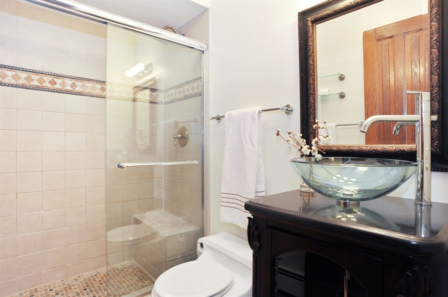 Real Estate Photography - 4113 N Kenmore, Chicago, IL, 60613 - 2nd Bathroom