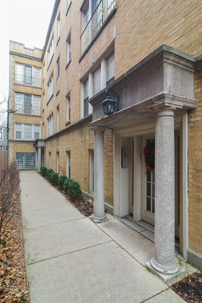Real Estate Photography - 2215 N Bissell, 2A, Chicago, IL, 60614 - Entryway