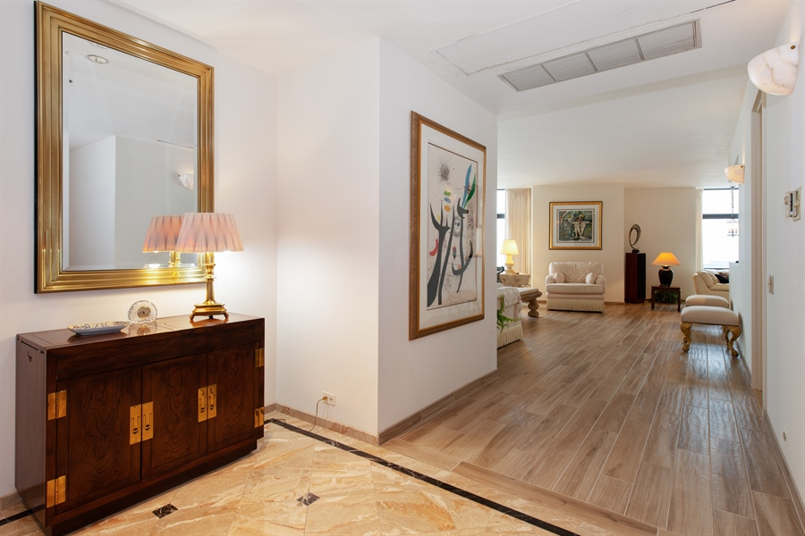 Real Estate Photography - 680 N Lake Shore Dr, 705, Chicago, IL, 60611 - Foyer