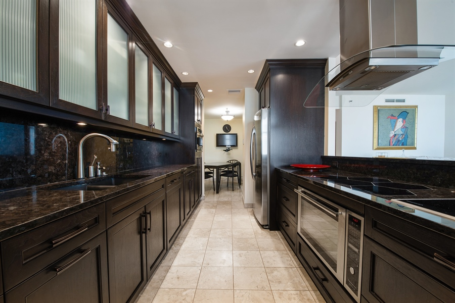 Real Estate Photography - 680 N Lake Shore Dr, 705, Chicago, IL, 60611 - Kitchen