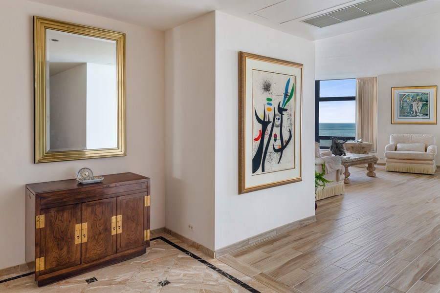 Real Estate Photography - 680 N Lake Shore Dr, 705, Chicago, IL, 60611 - Entryway