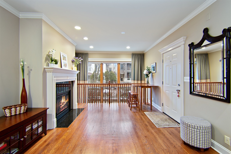 Real Estate Photography - 821 W Aldine, 1, Chicago, IL, 60657 - Living Room