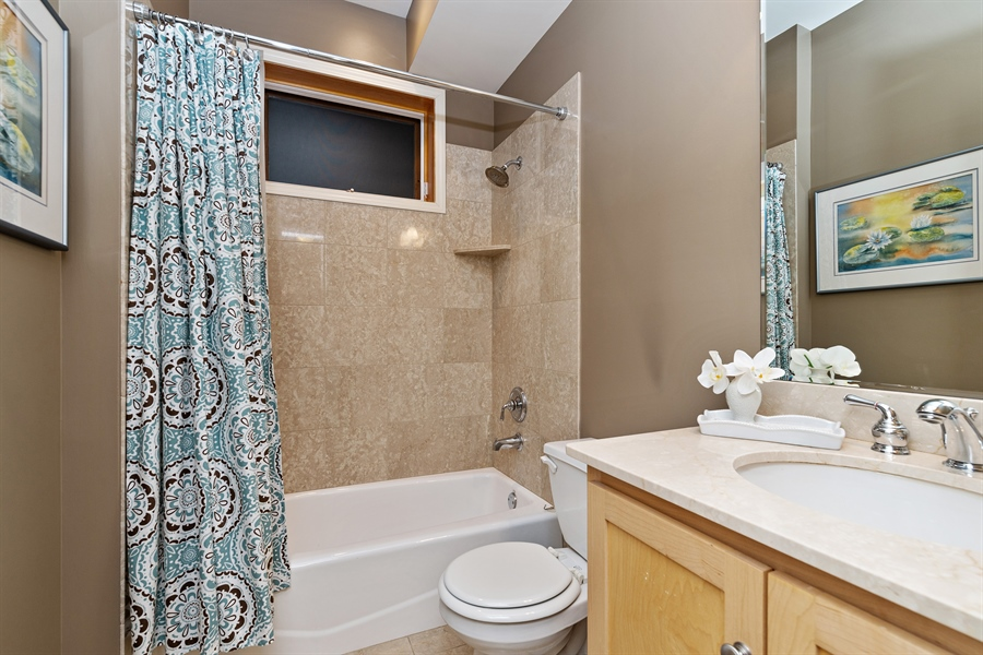 Real Estate Photography - 821 W Aldine, 1, Chicago, IL, 60657 - 3rd Bathroom