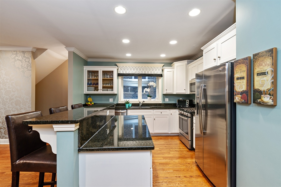 Real Estate Photography - 821 W Aldine, 1, Chicago, IL, 60657 - Kitchen