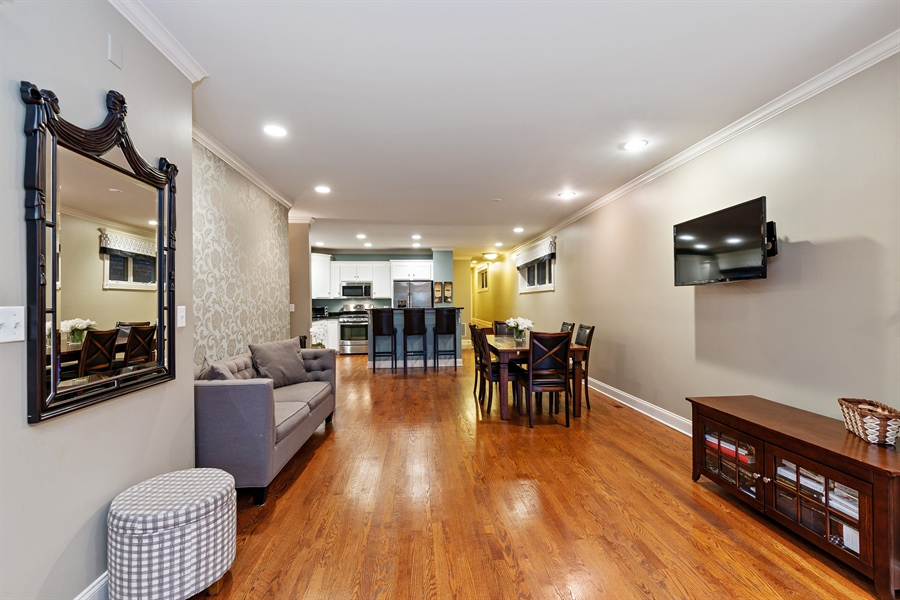 Real Estate Photography - 821 W Aldine, 1, Chicago, IL, 60657 - Great room