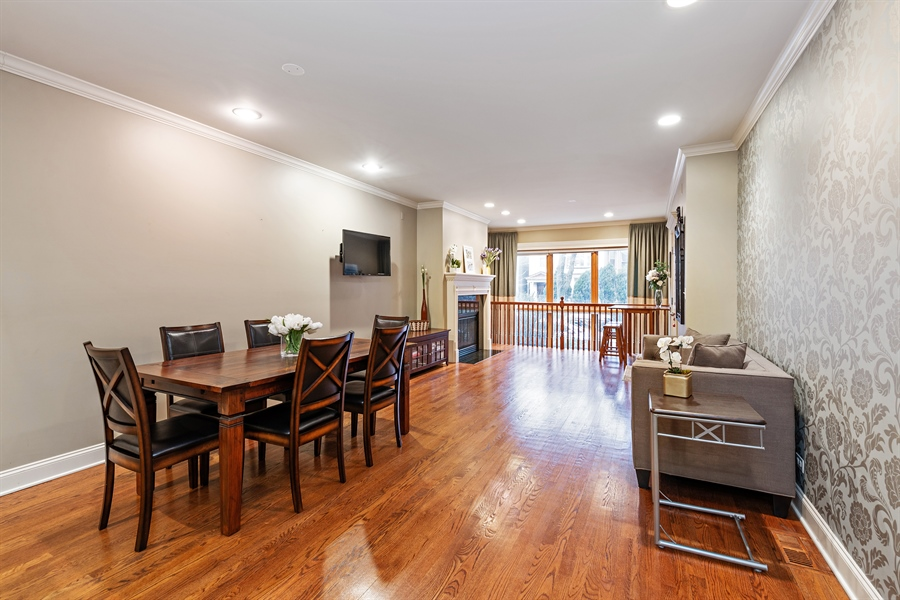 Real Estate Photography - 821 W Aldine, 1, Chicago, IL, 60657 - Living Room / Dining Room