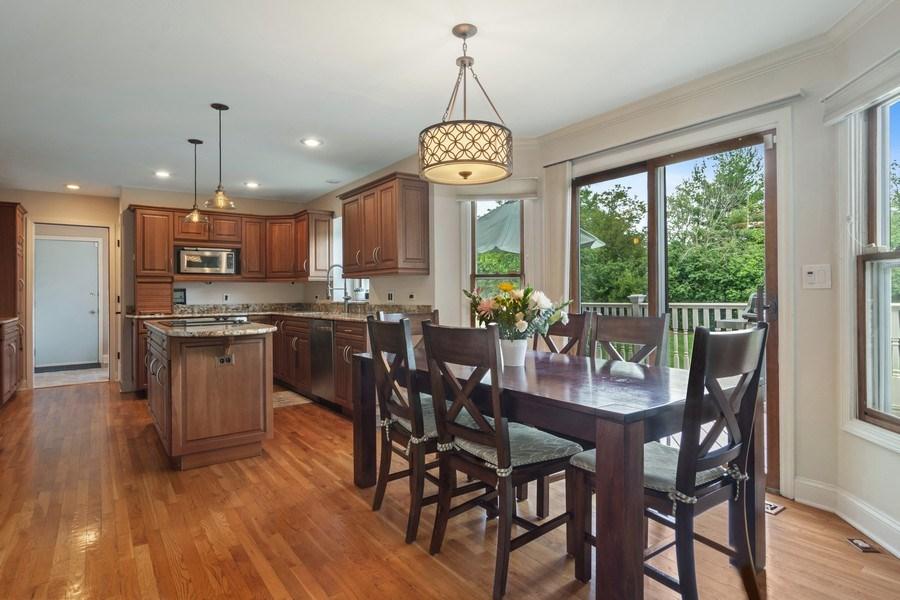 Real Estate Photography - 20905 Pheasant Trail, Barrington, IL, 60010 - Kitchen / Breakfast Room