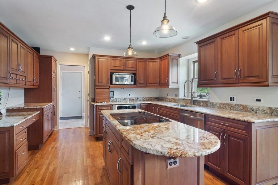 Real Estate Photography - 20905 Pheasant Trail, Barrington, IL, 60010 - Kitchen