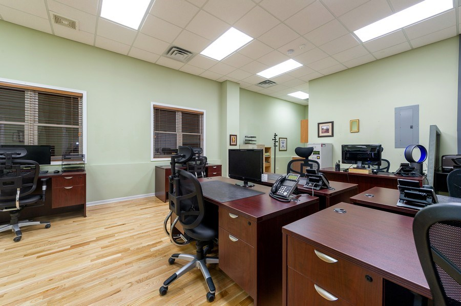 Real Estate Photography - 2046 W. BELMONT, Chicago, IL, 60647 - Office