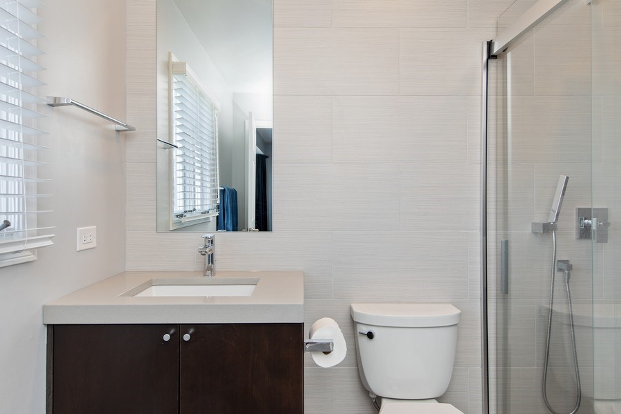 Real Estate Photography - 1500 Burberry Lane, Schaumburg, IL, 60173 - 3rd Bathroom