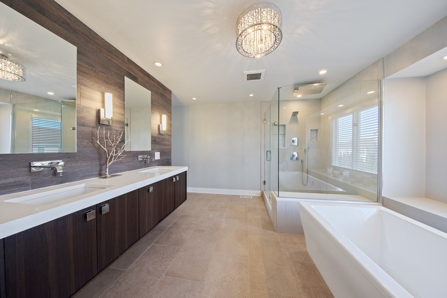Real Estate Photography - 1500 Burberry Lane, Schaumburg, IL, 60173 - Master Bathroom