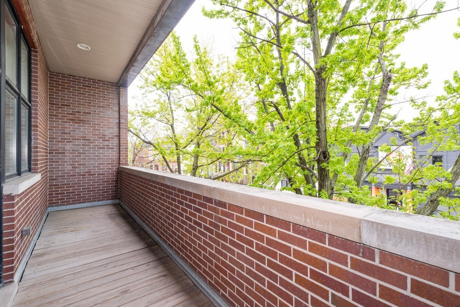 Real Estate Photography - 2549 N. Southport, 2, Chicago, IL, 60614 - Terrace