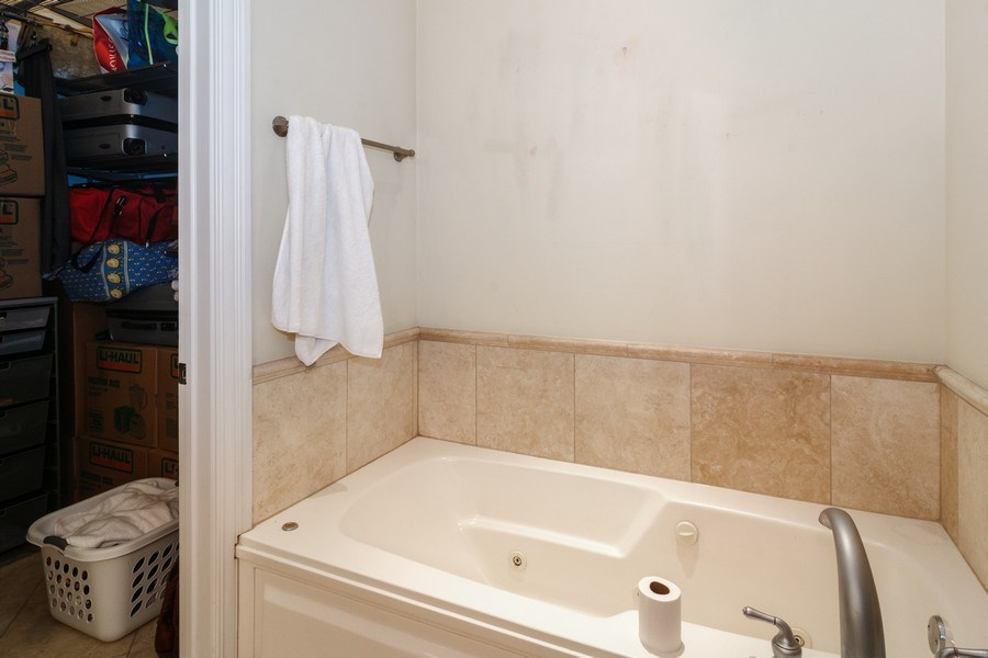 Real Estate Photography - 2549 N. Southport, 2, Chicago, IL, 60614 - Master Bathroom