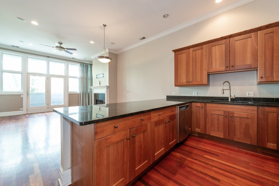 Real Estate Photography - 2549 N. Southport, 2, Chicago, IL, 60614 - Kitchen