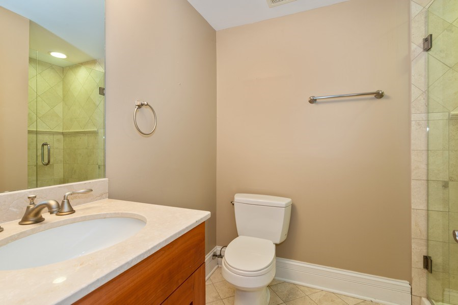 Real Estate Photography - 2549 N. Southport, 2, Chicago, IL, 60614 - 2nd Bathroom