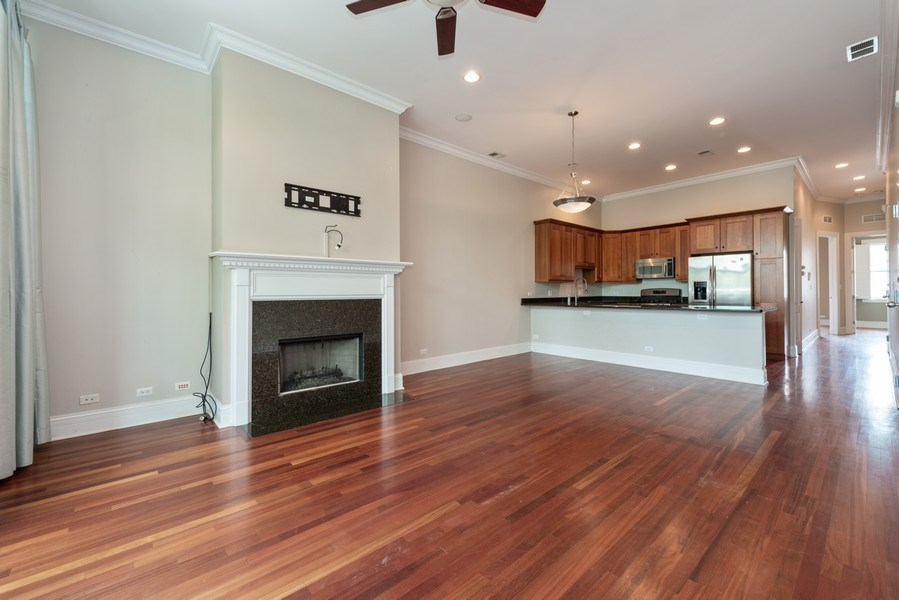 Real Estate Photography - 2549 N. Southport, 2, Chicago, IL, 60614 - Kitchen/Living
