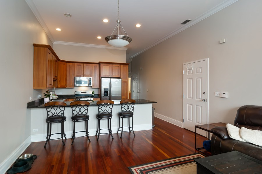 Real Estate Photography - 2549 N. Southport, 2, Chicago, IL, 60614 - Kitchen / Dining Room