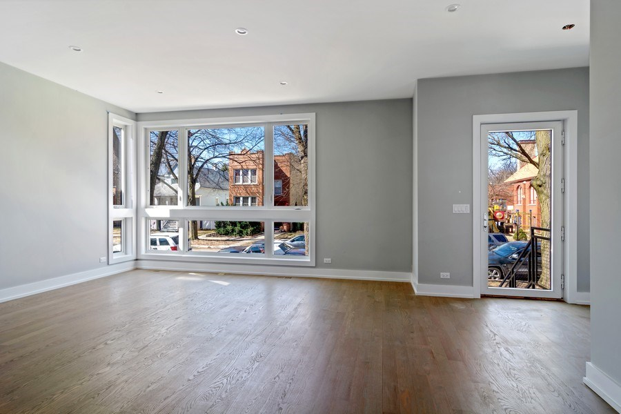 Real Estate Photography - 4249 N. Ridgeway Ave., Chicago, IL, 60618 - Living Room