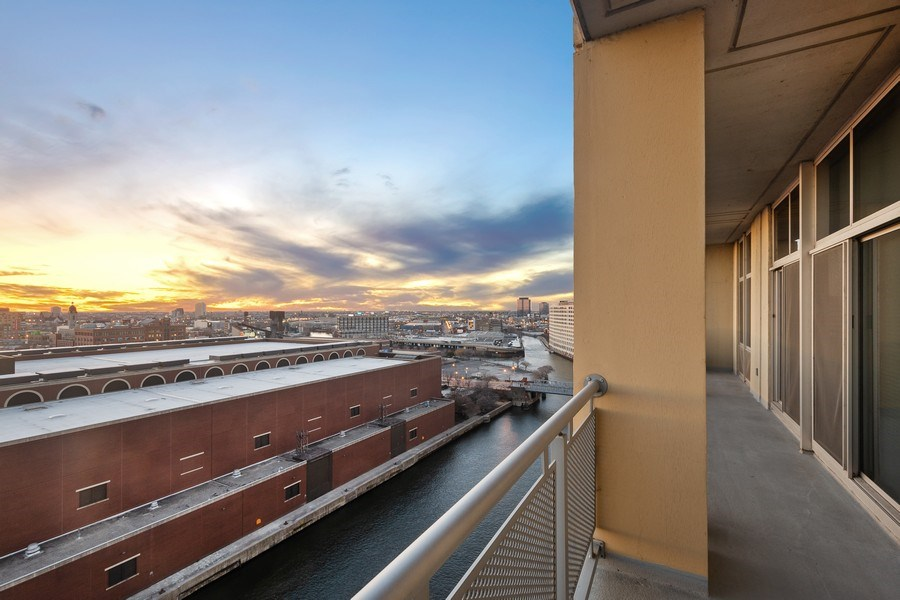 Real Estate Photography - 700 N Larrabee #1115, Chicago, IL, 60654 -