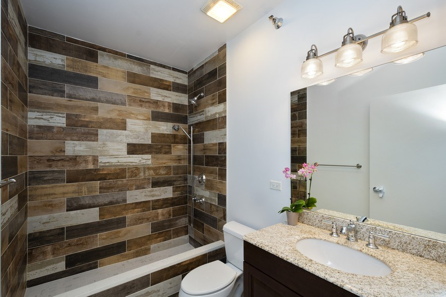 Real Estate Photography - 700 N Larrabee #1115, Chicago, IL, 60654 - Bathroom