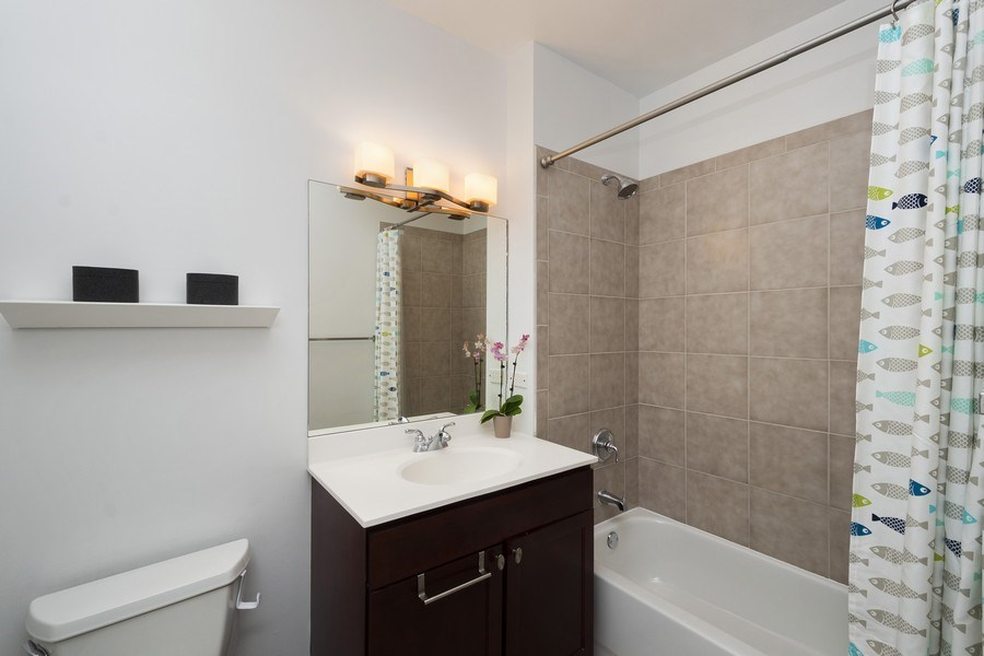 Real Estate Photography - 700 N Larrabee #1115, Chicago, IL, 60654 - 2nd Bathroom