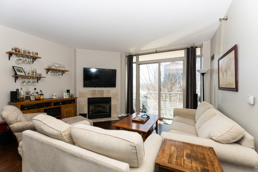 Real Estate Photography - 1515 S Prairie Ave #403, Chicago, IL, 60605 - Living Room
