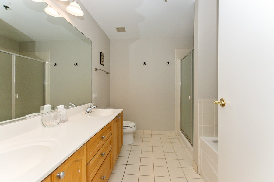 Real Estate Photography - 1515 S Prairie Ave #403, Chicago, IL, 60605 - Master Bathroom