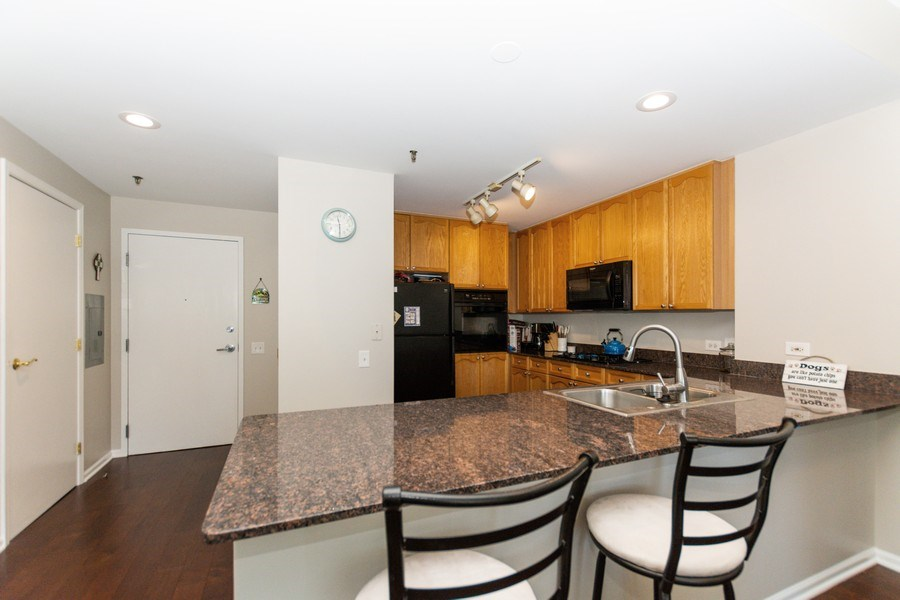 Real Estate Photography - 1515 S Prairie Ave #403, Chicago, IL, 60605 - Kitchen