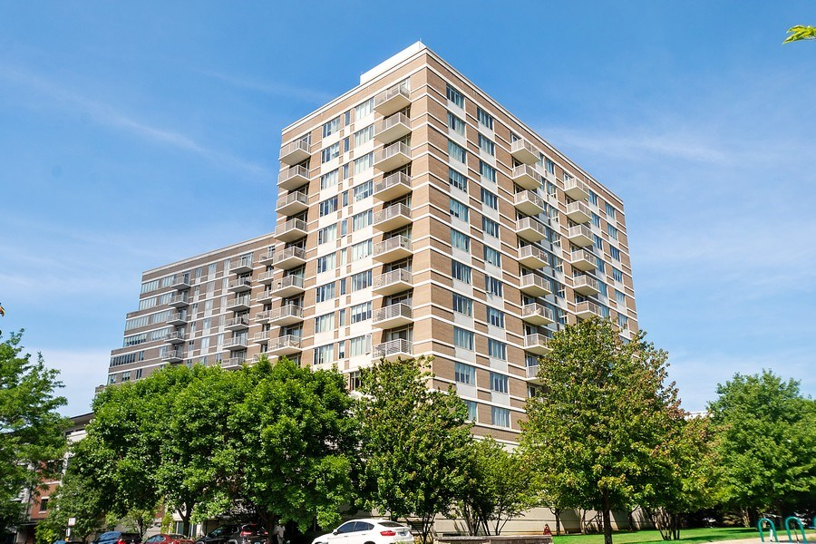 Real Estate Photography - 1515 S Prairie Ave #403, Chicago, IL, 60605 - Front View