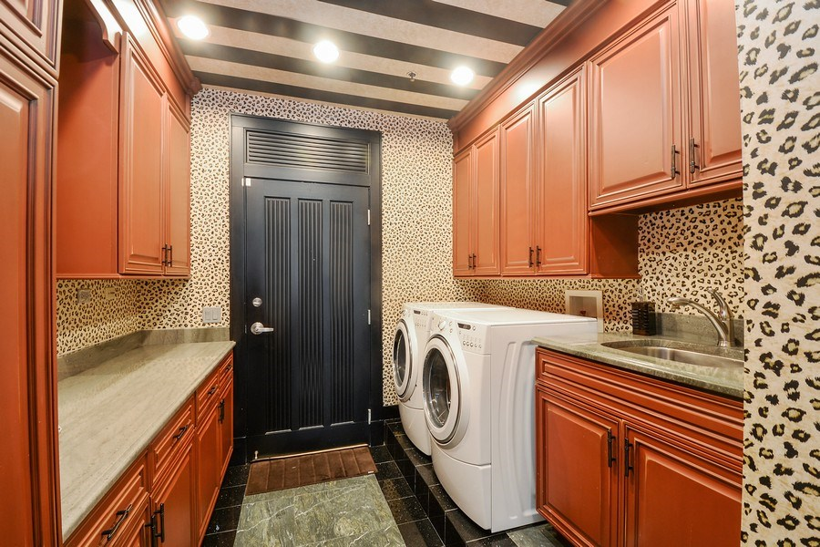 Real Estate Photography - 1515 S Prairie Ave #403, Chicago, IL, 60605 - Laundry Room