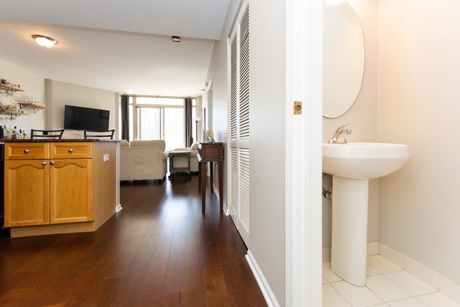 Real Estate Photography - 1515 S Prairie Ave #403, Chicago, IL, 60605 - Half Bath