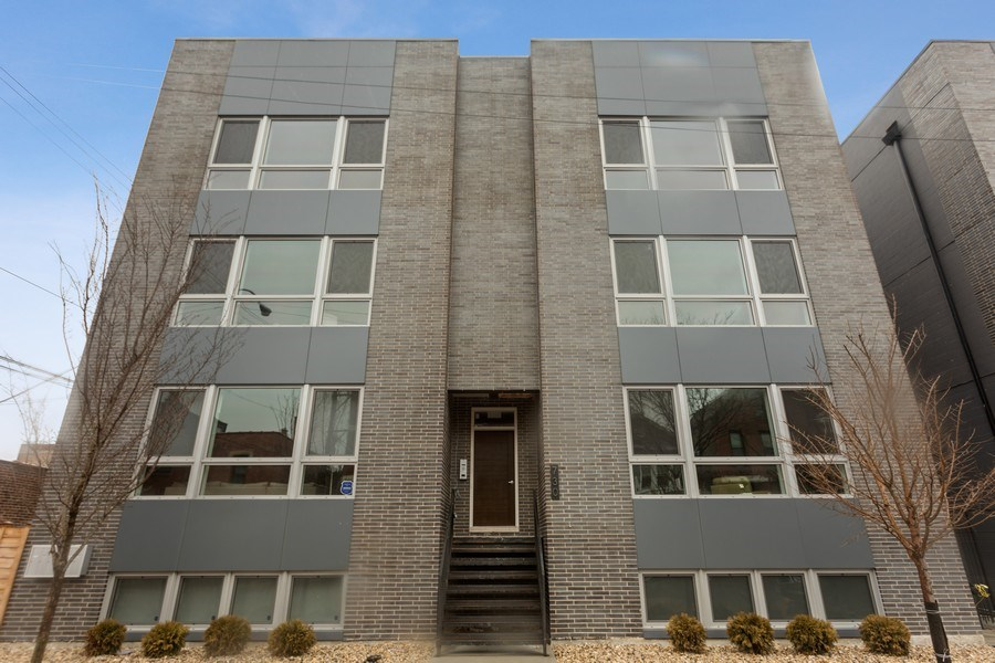 Real Estate Photography - 730 W. 17th Place, 2E, Chicago, IL, 60616 - Front View