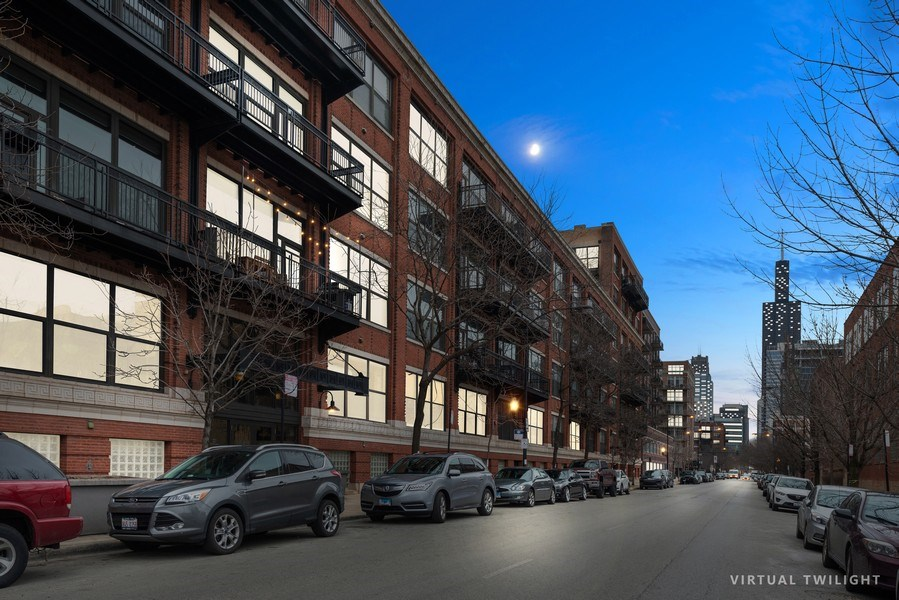 Real Estate Photography - 1040 W Adams St., Unit 209, Chicago, IL, 60607 - Front View