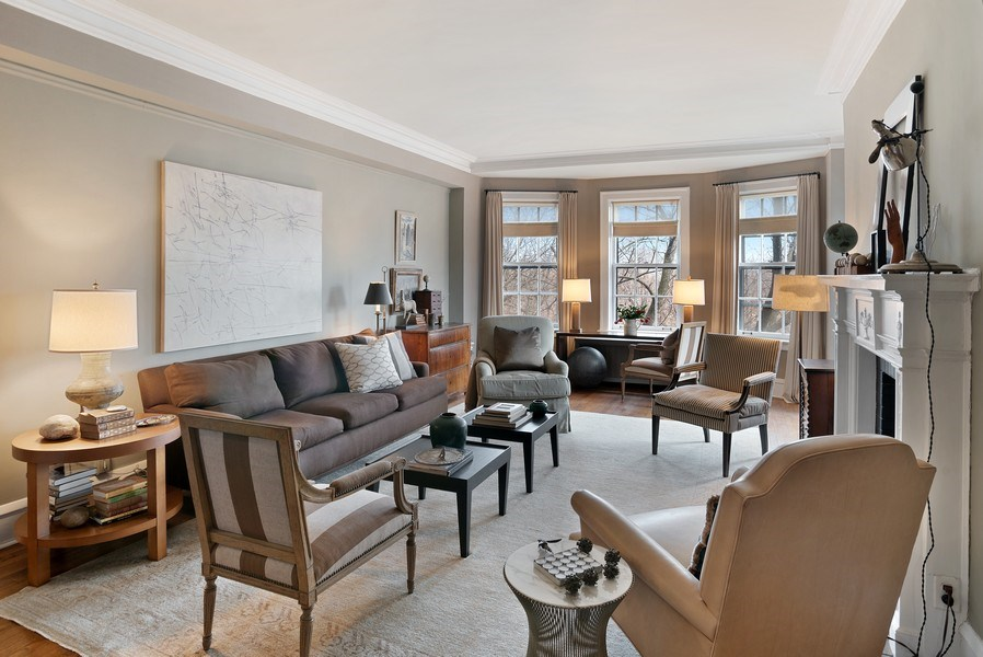 Real Estate Photography - 2600 North Lakeview Avenue, #4E, Chicago, IL, 60614 - FORMAL LIVING ROOM WITH BAY WINDOWS