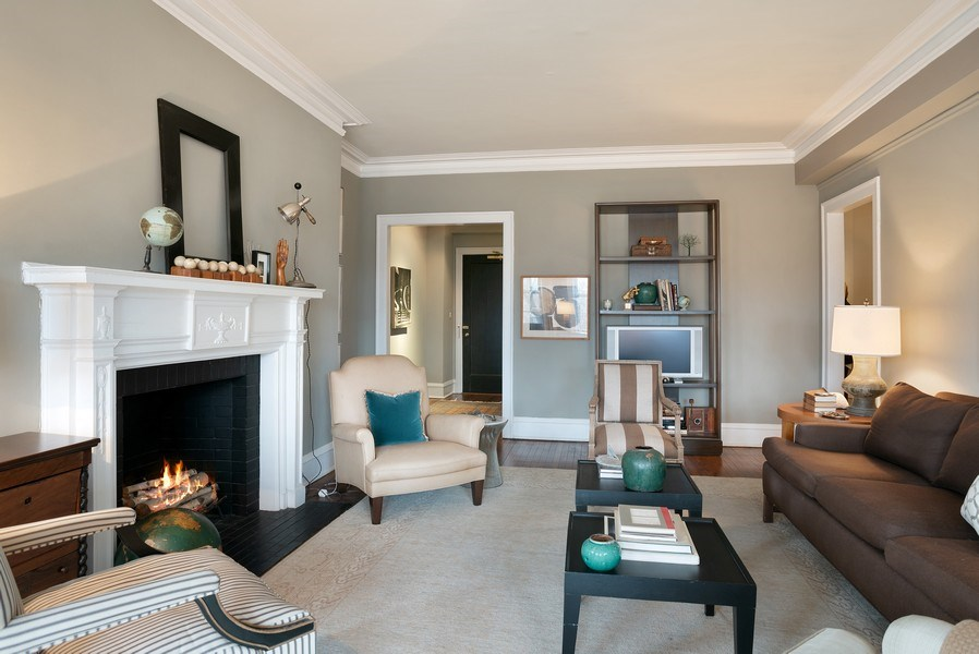 Real Estate Photography - 2600 North Lakeview Avenue, #4E, Chicago, IL, 60614 - COZY SEATING IN LR FOR ENTERTAINING GUESTS