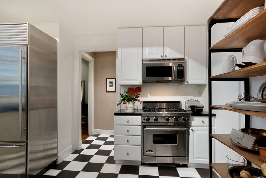 Real Estate Photography - 2600 North Lakeview Avenue, #4E, Chicago, IL, 60614 - HUGE KITCHEN W/ SS APPLS, CRISP WHITE CABINETRY