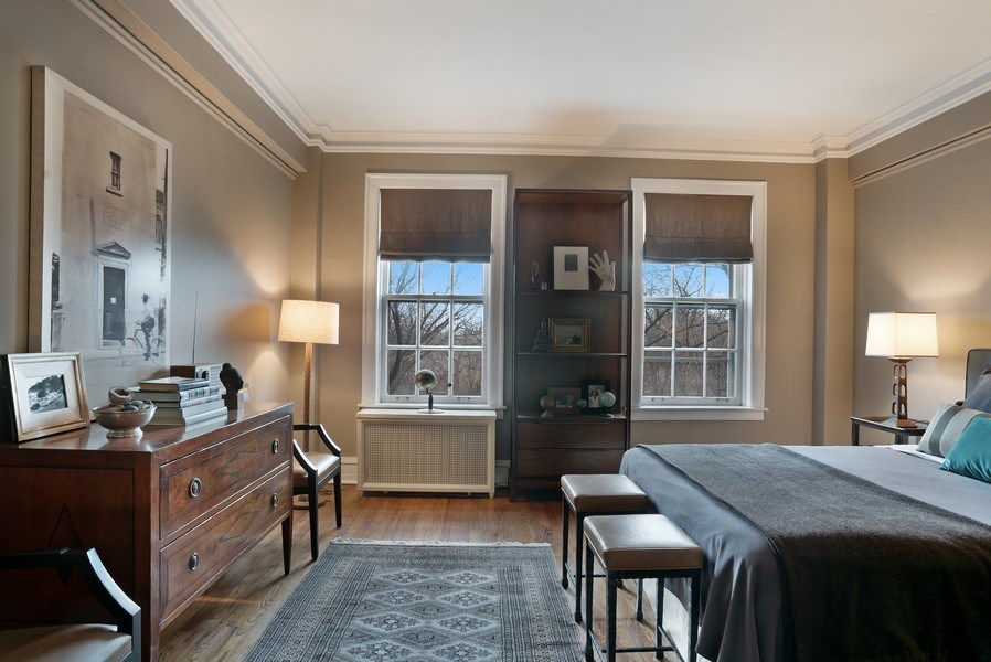 Real Estate Photography - 2600 North Lakeview Avenue, #4E, Chicago, IL, 60614 - GENEROUS MASTER HOLDS LOTS OF FURNITURE