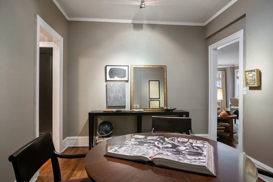 Real Estate Photography - 2600 North Lakeview Avenue, #4E, Chicago, IL, 60614 - NINE FT CEILINGS, PLASTER WALLS, HARDWOOD FLRS
