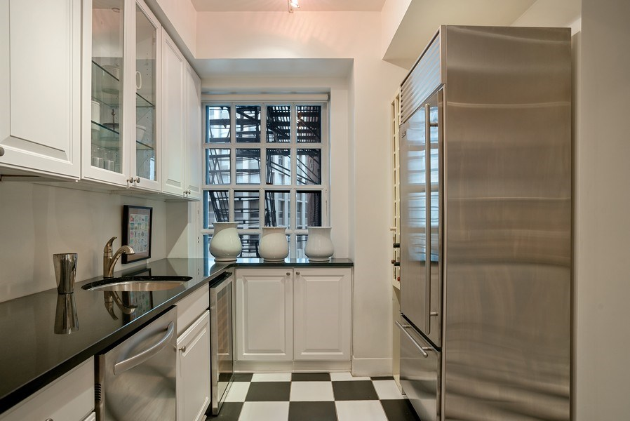 Real Estate Photography - 2600 North Lakeview Avenue, #4E, Chicago, IL, 60614 - MODERN KITCHEN GIVES NOD TO VINTAGE HERITAGE