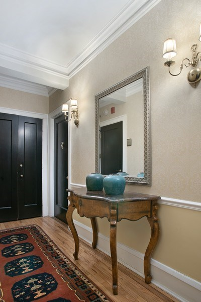 Real Estate Photography - 2600 North Lakeview Avenue, #4E, Chicago, IL, 60614 - YOUR OWN SEMI-PRIVATE HALLWAY LEADS TO #4E