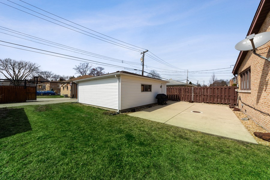 Real Estate Photography - 7252 N Overhill, Chicago, IL, 60631 - Back Yard