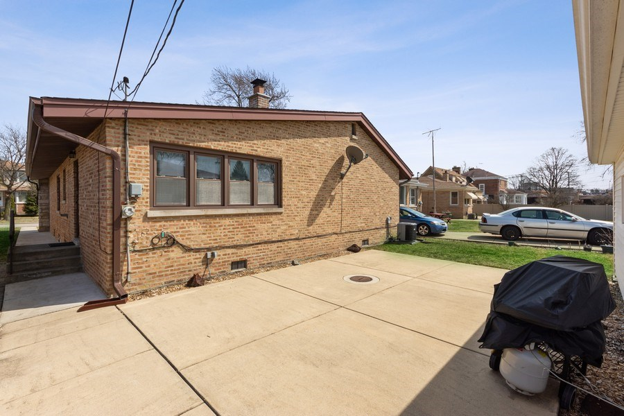 Real Estate Photography - 7252 N Overhill, Chicago, IL, 60631 - Patio