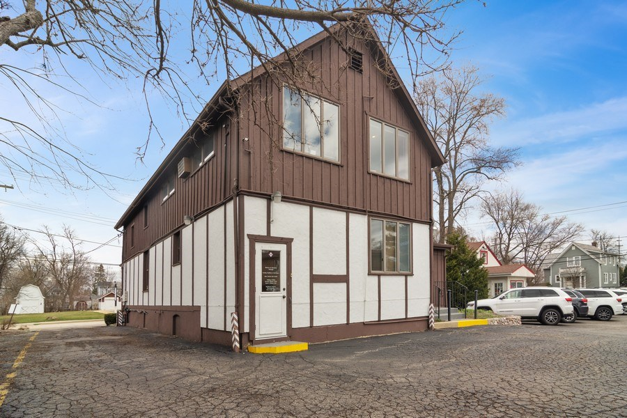 Real Estate Photography - 509 West Main Street, Barrington, IL, 60010 - Side View