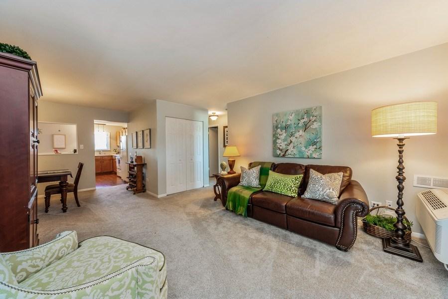 Real Estate Photography - 2219 Nichols, #E, Arlington Heights, IL, 60004 - Living Room