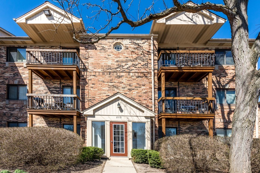 Real Estate Photography - 2219 Nichols, #E, Arlington Heights, IL, 60004 - Front View