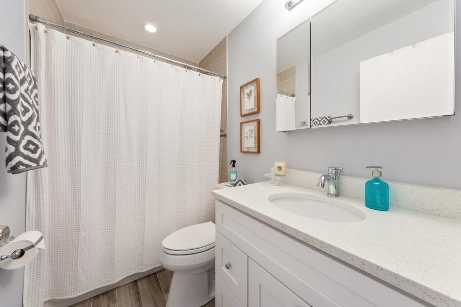 Real Estate Photography - 2219 Nichols, #E, Arlington Heights, IL, 60004 - Bathroom